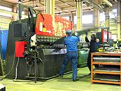 ベンダー加工機での折り曲げ加工